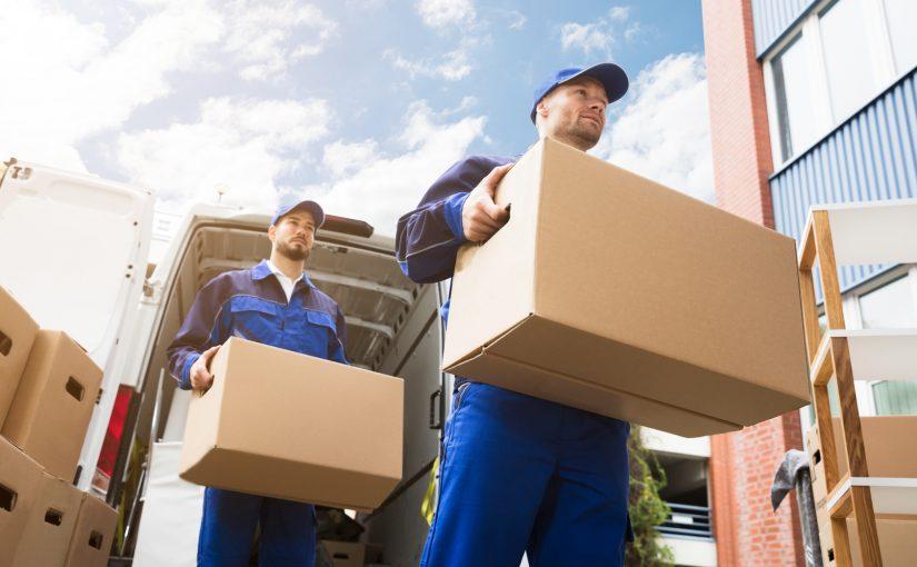 Pakowanie podczas przeprowadzki – samodzielnie czy z fachowcami?